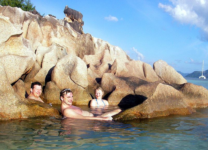 Naturlig badekar på Seychellene... utenfor rekkvidde for hai og andre lumske fiskedyr..