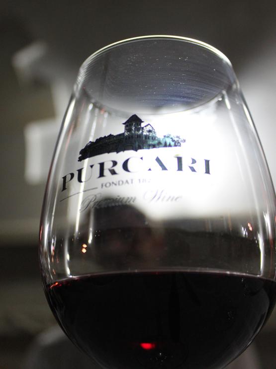 Negru de Purcari servert på vingården.