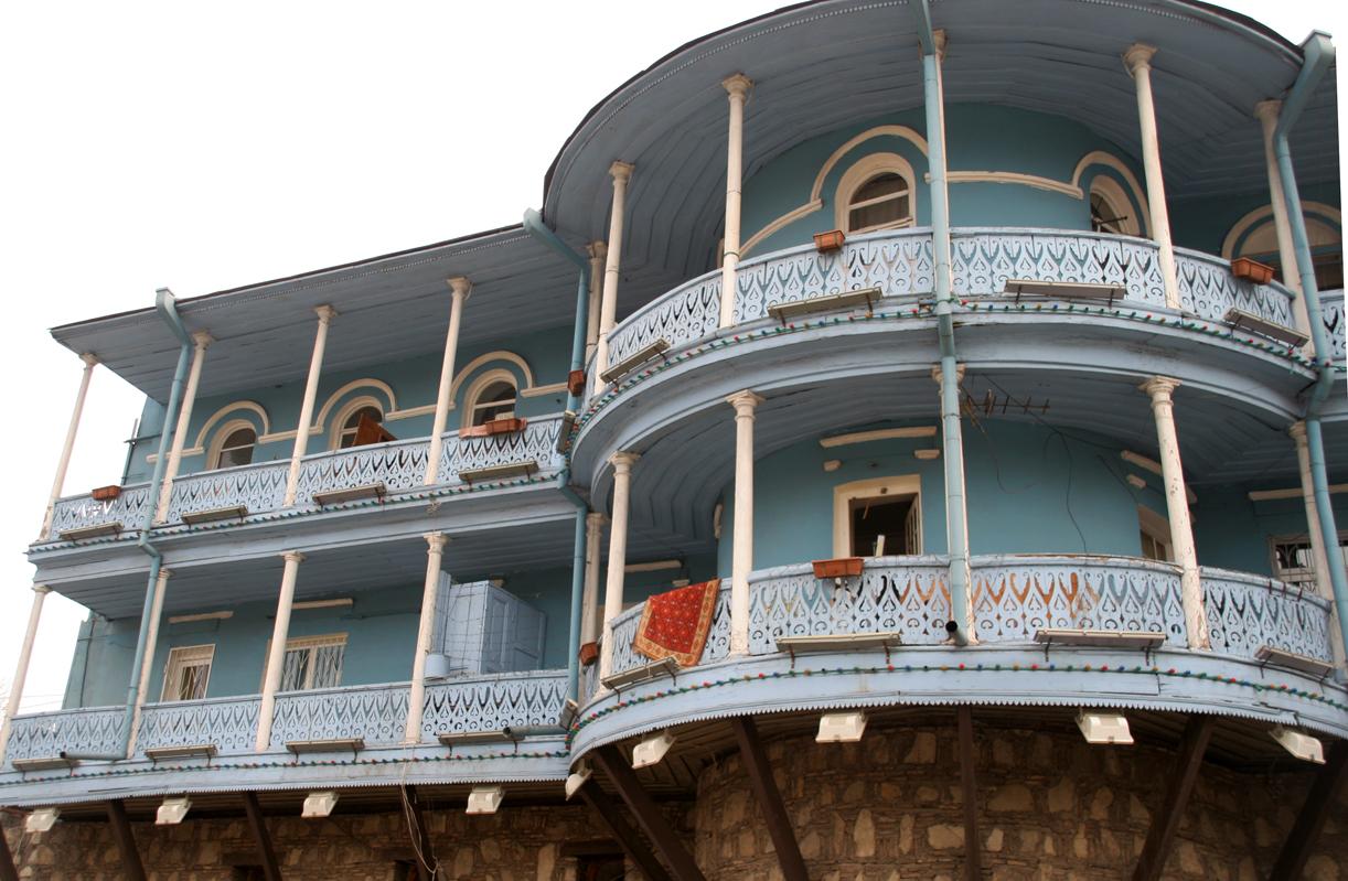FORSEGGJORT: Fasadene på terrassehusene er ikke overlatt til tilfeldighetene.