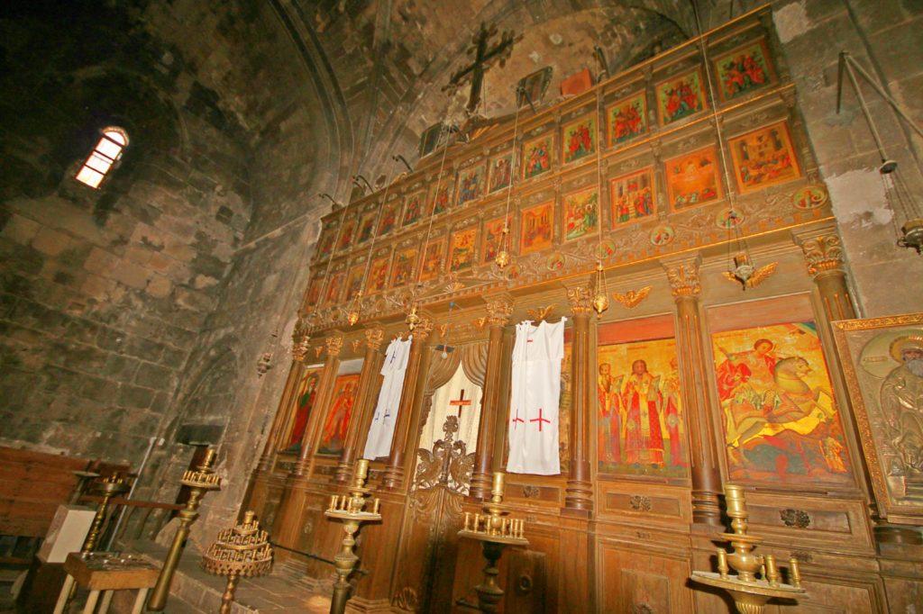 KLOSTER: Altertavle inne i klosteret i Bellapais.