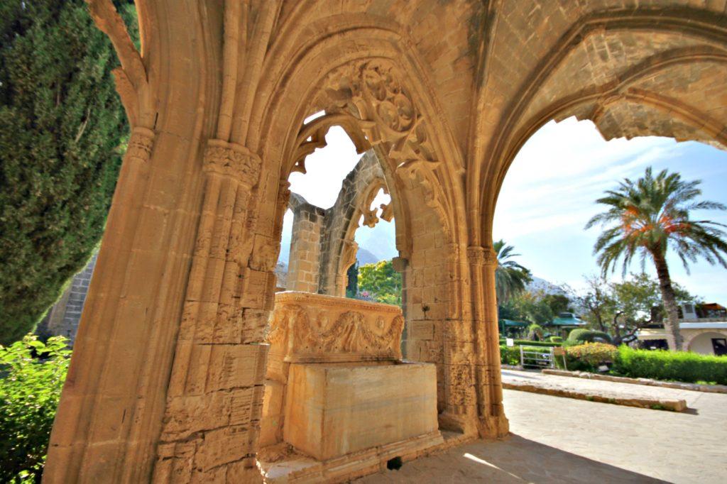 BUER: Det gotiske klosteret i Bellapais er kjent for sine mange vakre hvelv.
