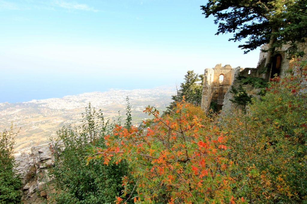 TOPPTUR: St. Hilarion- festningen med utsikt over Middelhavet.