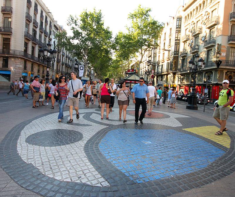 SIGNATURGATE: Ramblaen i Barcelona med Joan Mirós signatur på brosteinene.