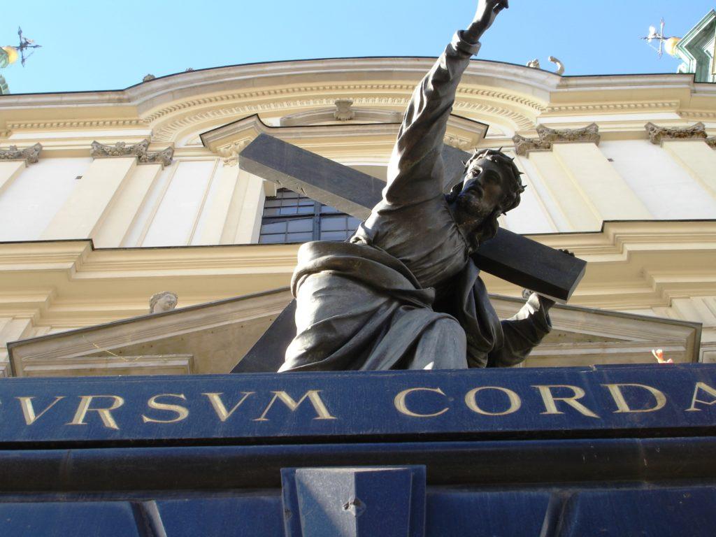Flere av byens fasader gjenspeiler den katolske kirken sterk
