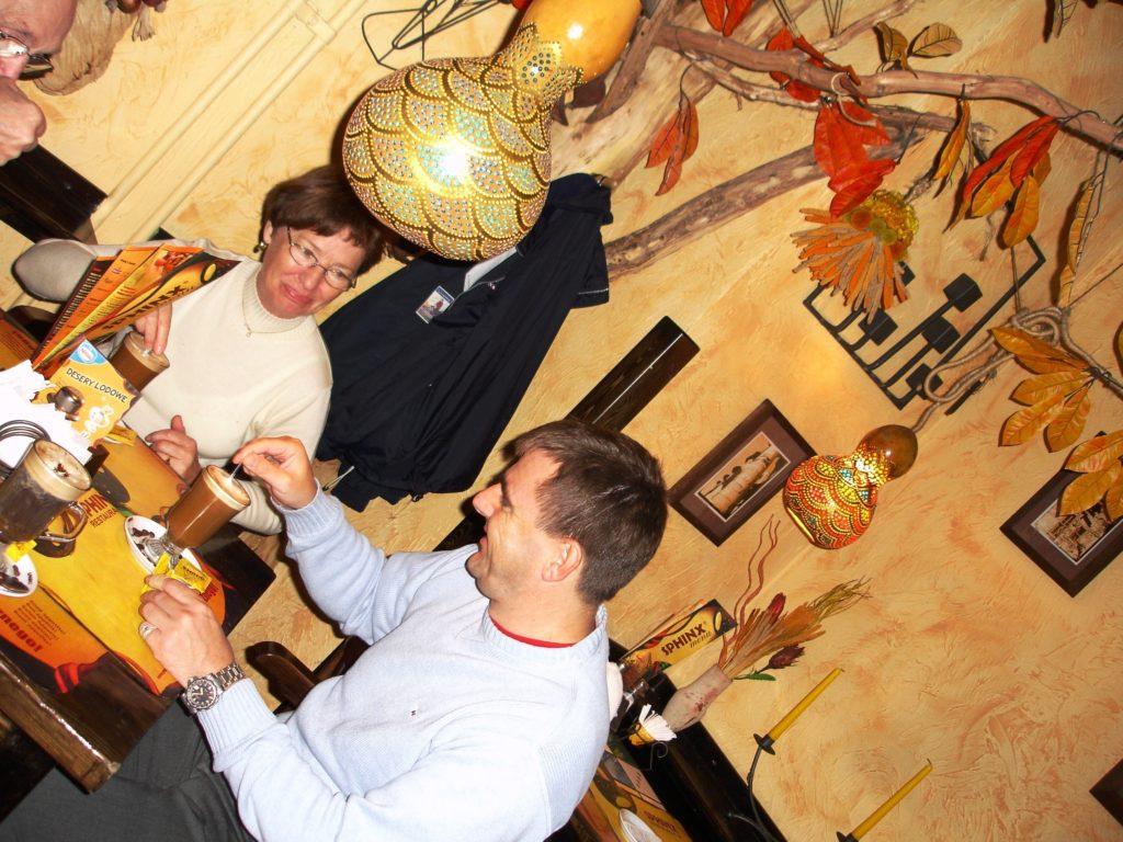 Sfinx kafe og restaurant er et populært møtested for lokale og turister.
