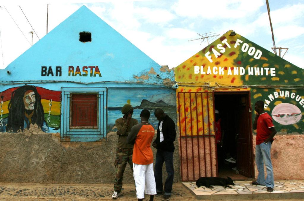 I Vest-Afrika lever reaggaemusiken og rastakulturen i beste velgående.