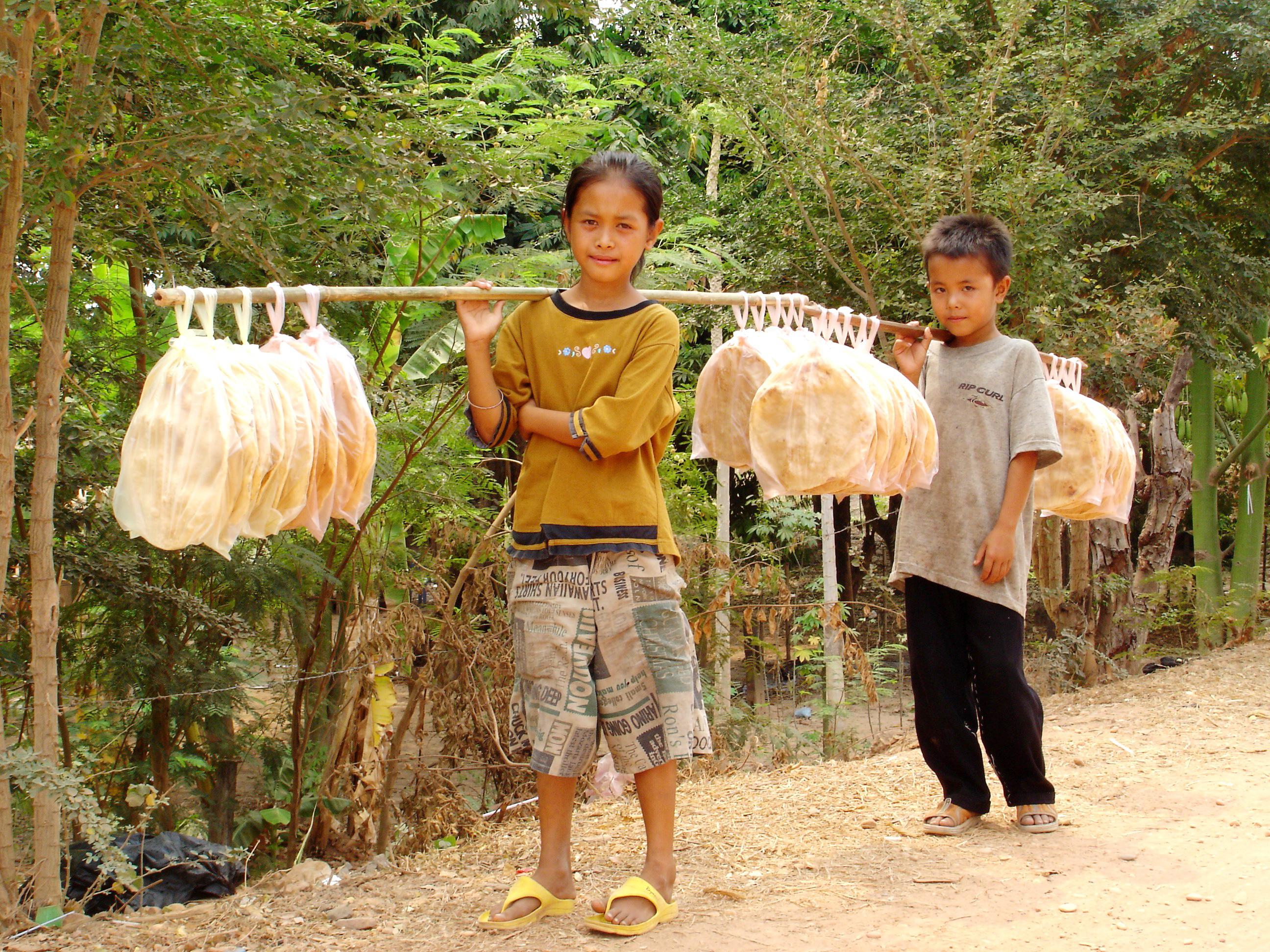 Laos befolkning er imøtekommende, men  mindre vant til turister enn nabolandene,