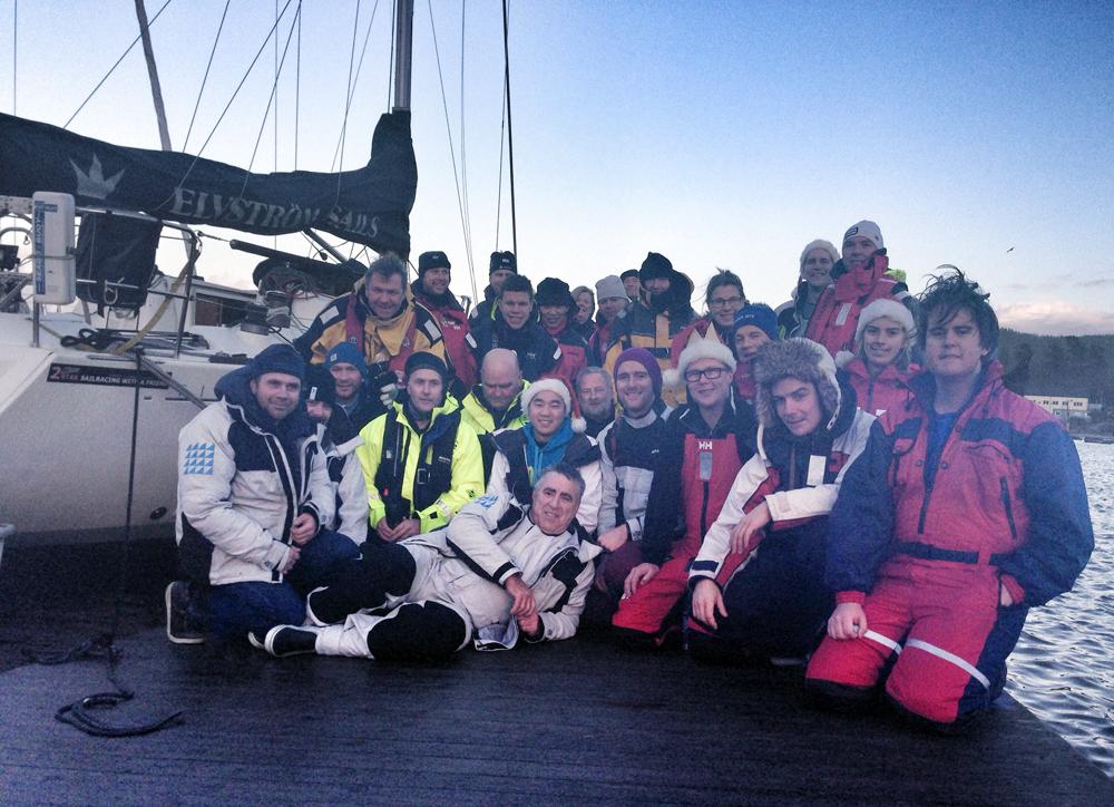 Over 30 seilere lot ribba ligge i noen timer og ble og seilte Håøya rundt.