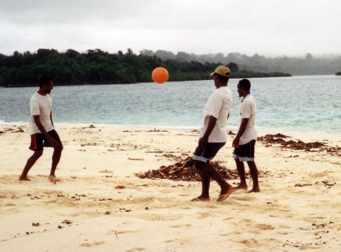 Man trenger ikke store stranda for å spille fotball!