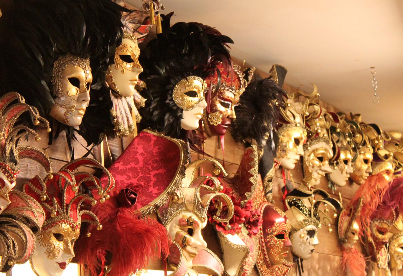 Ventianske masker fås i San Marino også.