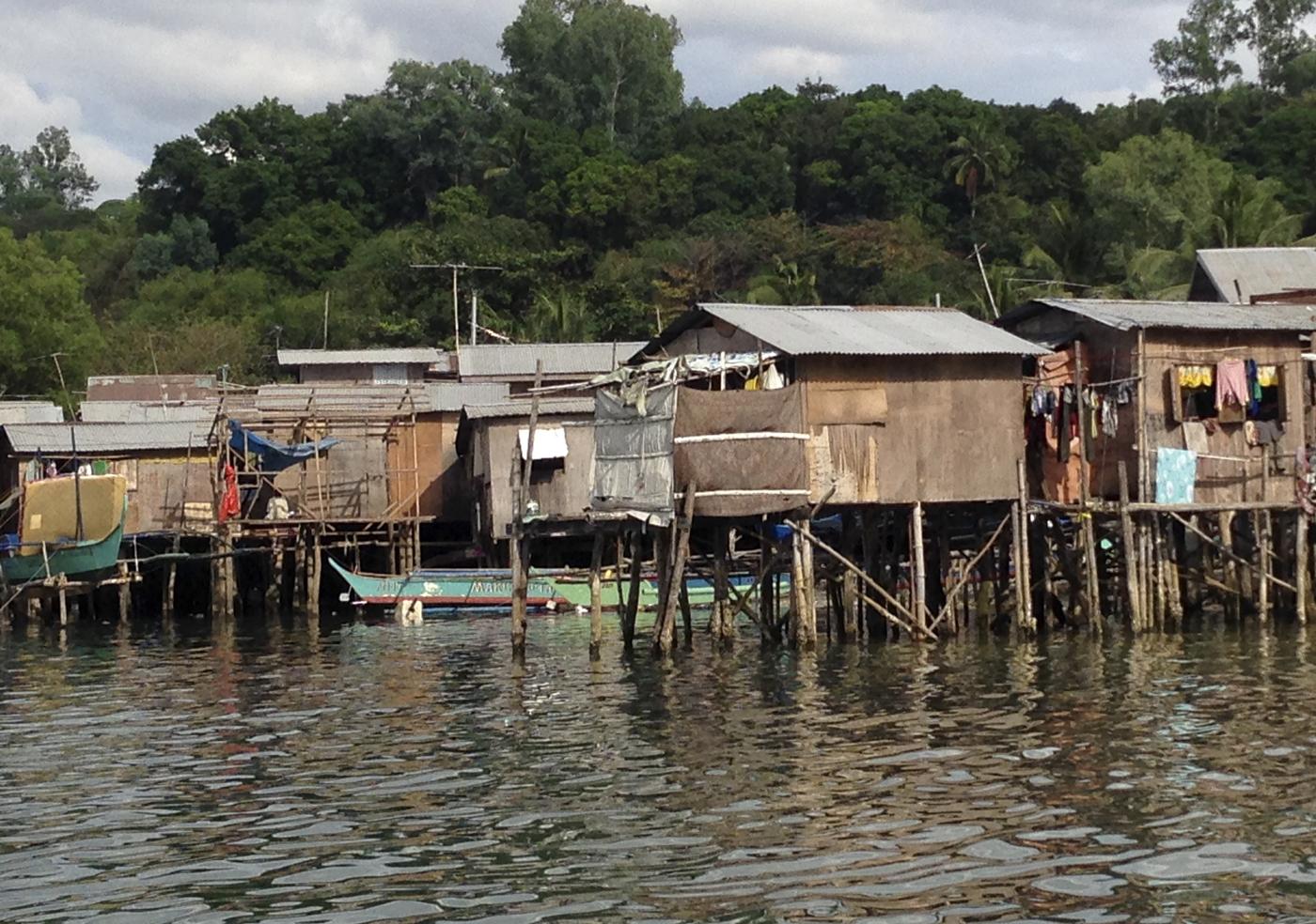 """Muslimene er i mindretall, og har bosatt seg i det lokalbefolkningen omtaler som """"Kambodsja-lansdby"""".. :).."""
