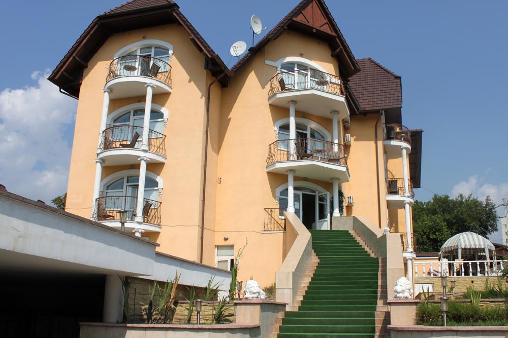 Hotel Diplomat.