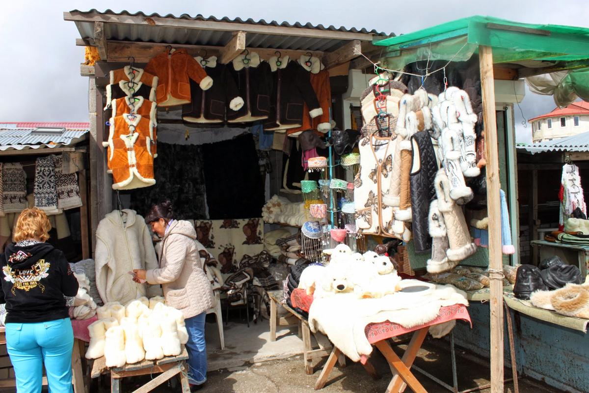 Taratarmarked med ullprodukter.