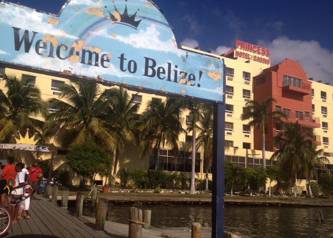 Princess Hotel & Casion ligger med brygga båttaxiene til øyene og Mexico.