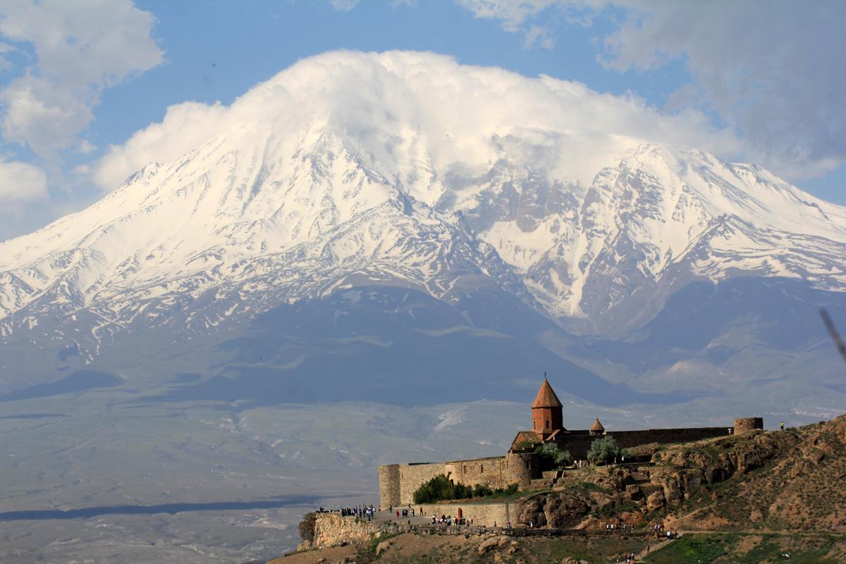 Khor Virap med Ararat (5137 moh) i bakgrunnen.