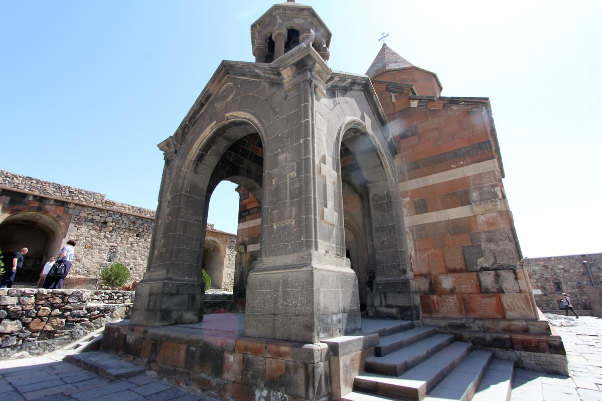 Det store kapellet, St. Astvatsatsin, ble reist i 1662.