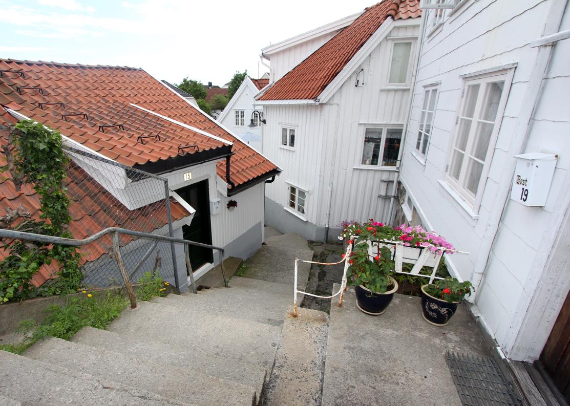 I den gamle bydelen Andølingen råder stillheten selv midt på sommeren.
