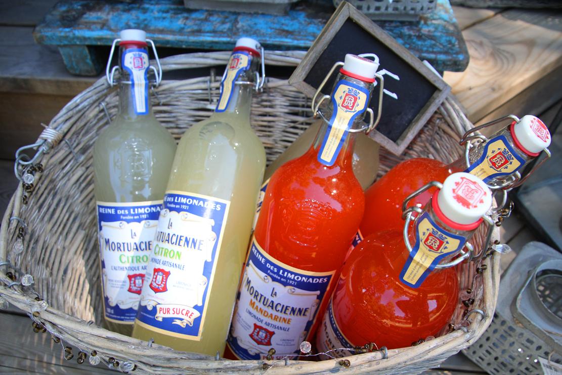 Sjarm-jentene har satset på økologiske produkter og utvalgte gourmetvarer til sommerkosen.