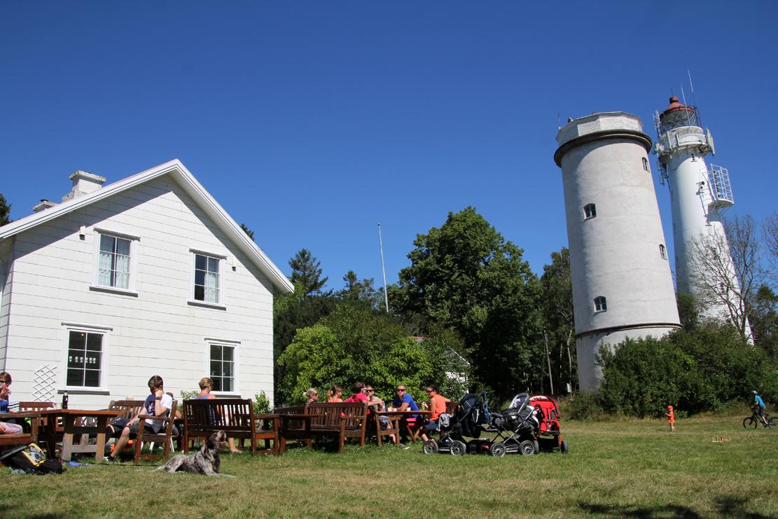 Øyas fyrtårn har berget mange liv i den urene skjærgården.