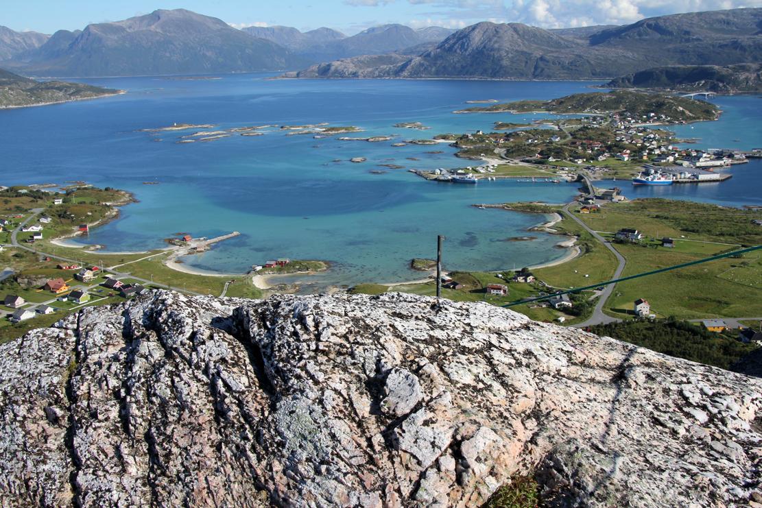Utsikten fra toppen av Hillesøy (211 moh)