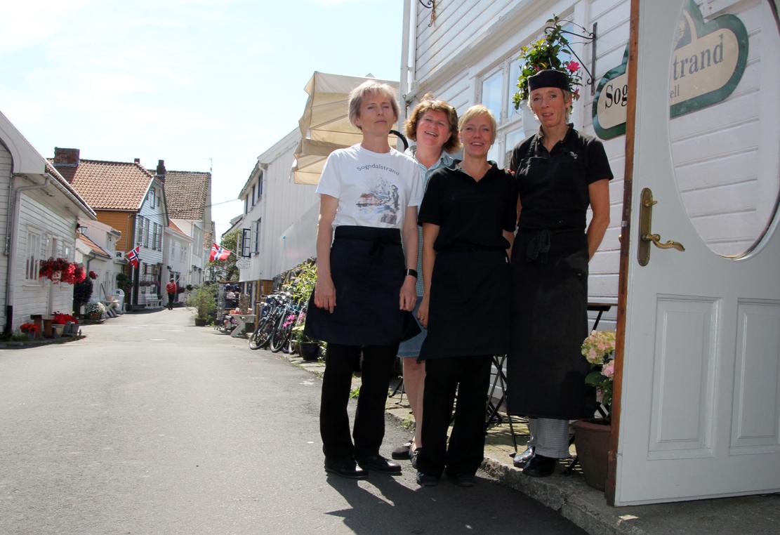 Svetalana, Jorunn Solveig og Eli har hektiske uker midt i juli på Sokndal kulturhotell.