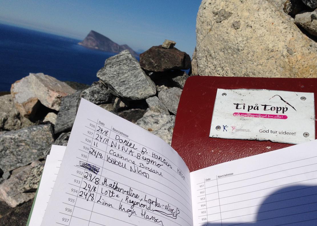 Hillesøytoppen er en av ti turer i Toms «Ti på topp»-serie.