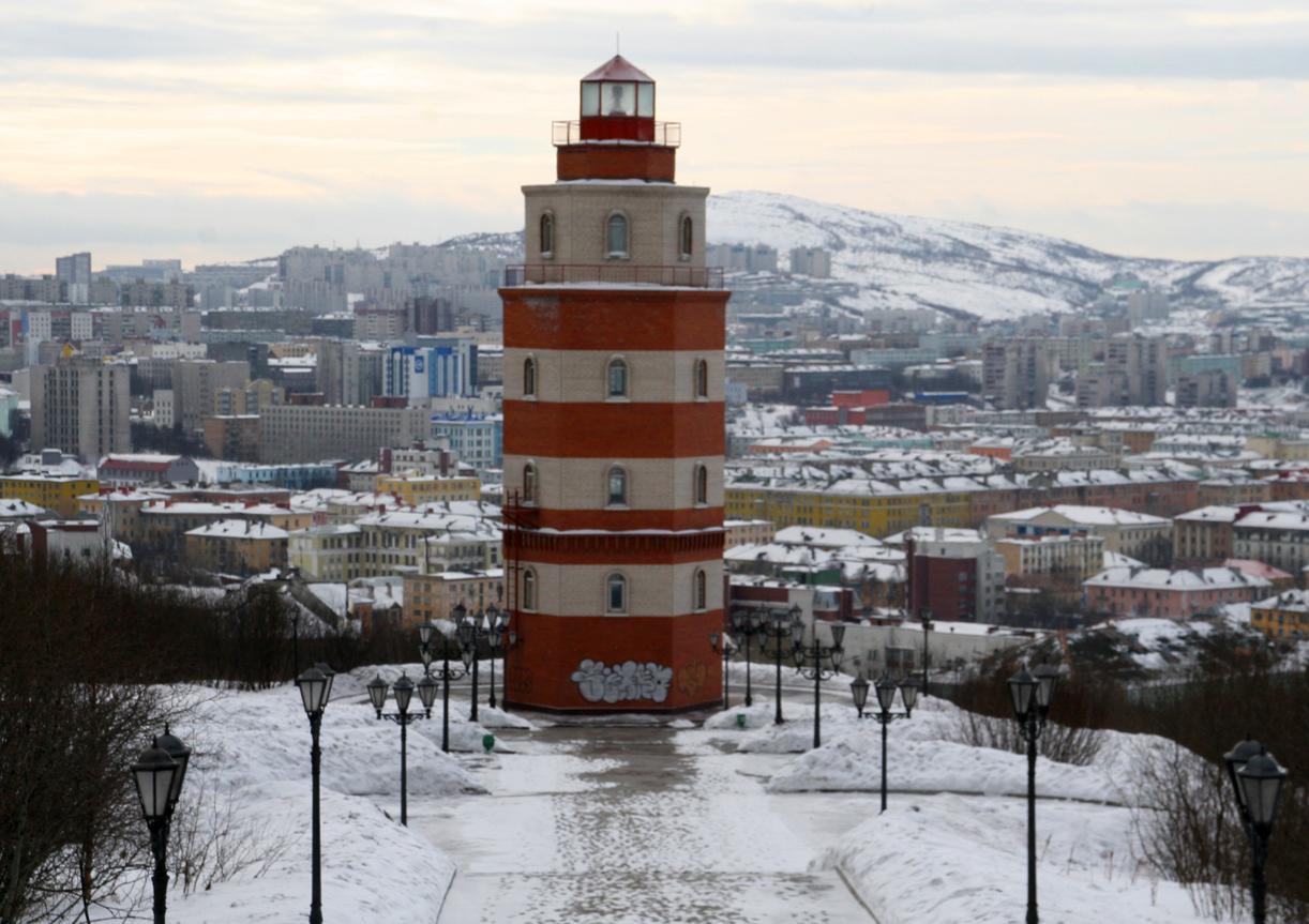 Fyrtårnet midt i byen er minnesmerke over falne sjømenn- spesielt etter Kursk.