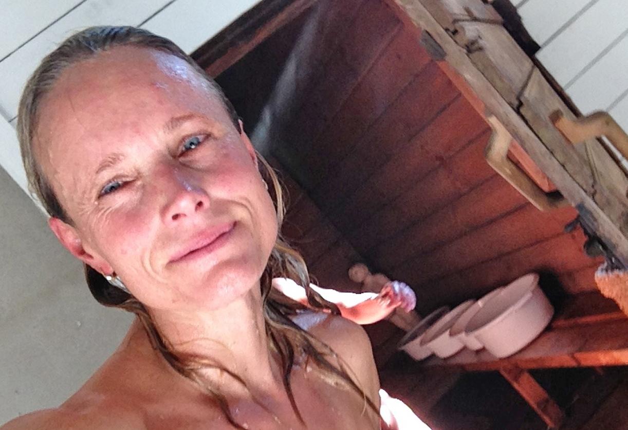 På tur inn i finnenes hellige gral- saunaen..