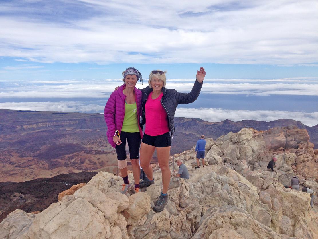 Hurra! Torill og jeg sloss om ståplass på den høyeste steinen i Atlanteren, Kanariøyene og Spania på en gang!