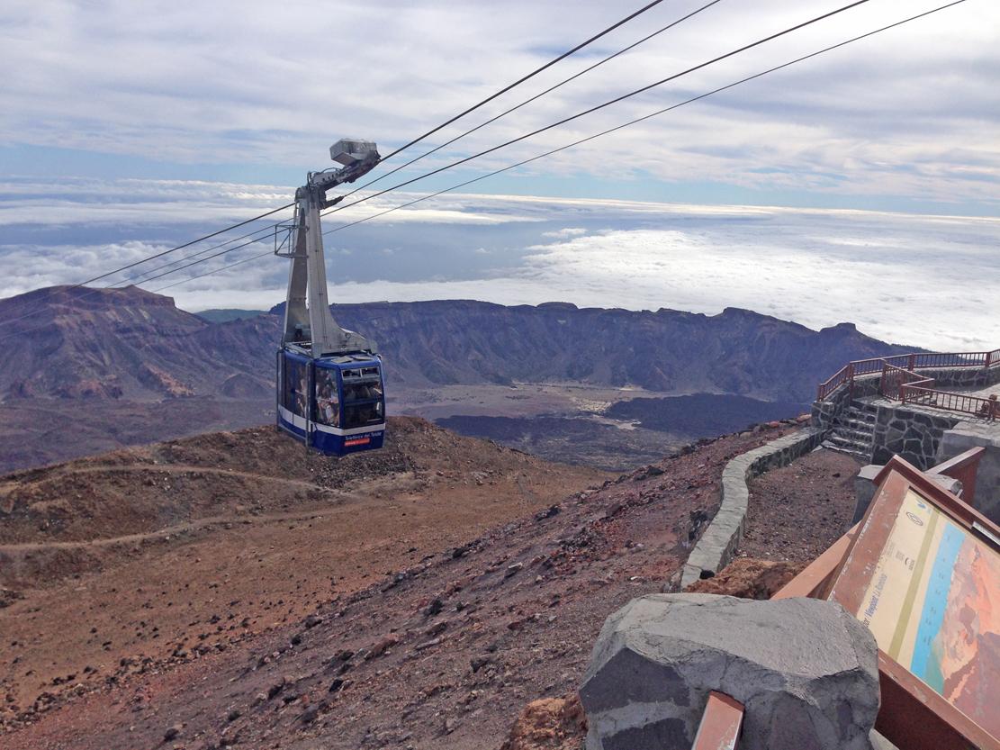 Snarveien opp går via en fjellgondol som tar deg opp til 3555 moh.