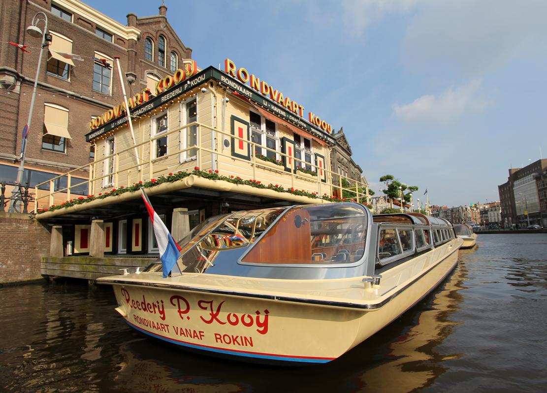 Kanalbåtene finnes i de fleste farger og årganger.