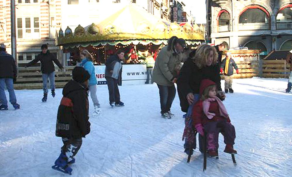 Skøytebanene i sentrum er godt besøkt i førjulstiden hvis det er kaldt nok.