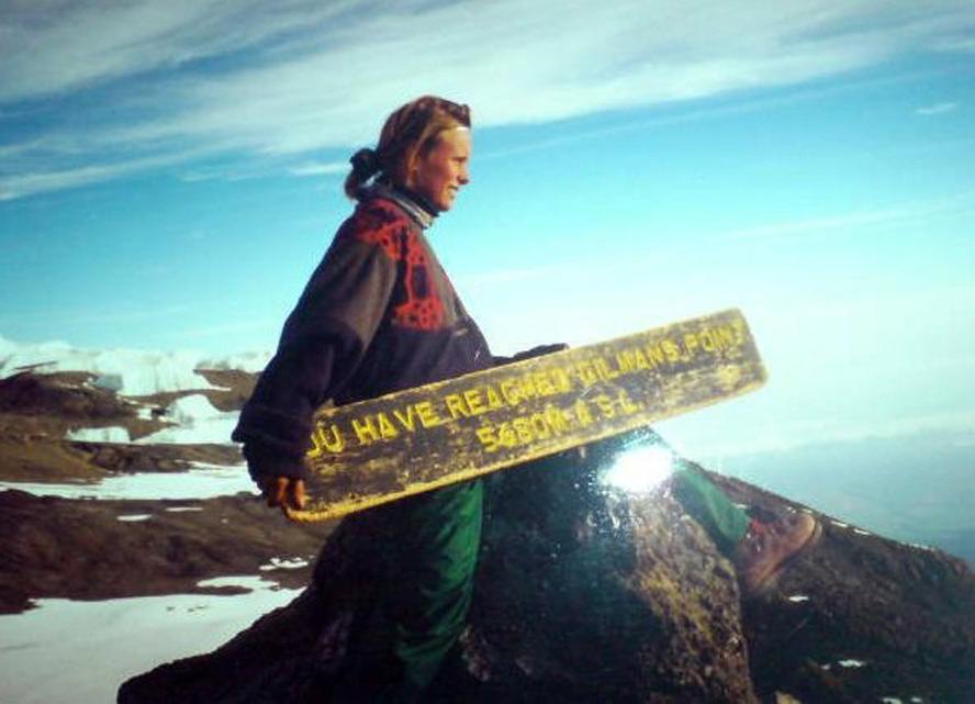 Fra Gilmans Point, 5695 m.o.h, gikk kun fire av oss videre til selve toppen av Kilimanjaro. Det var harde 200 høydemeter!