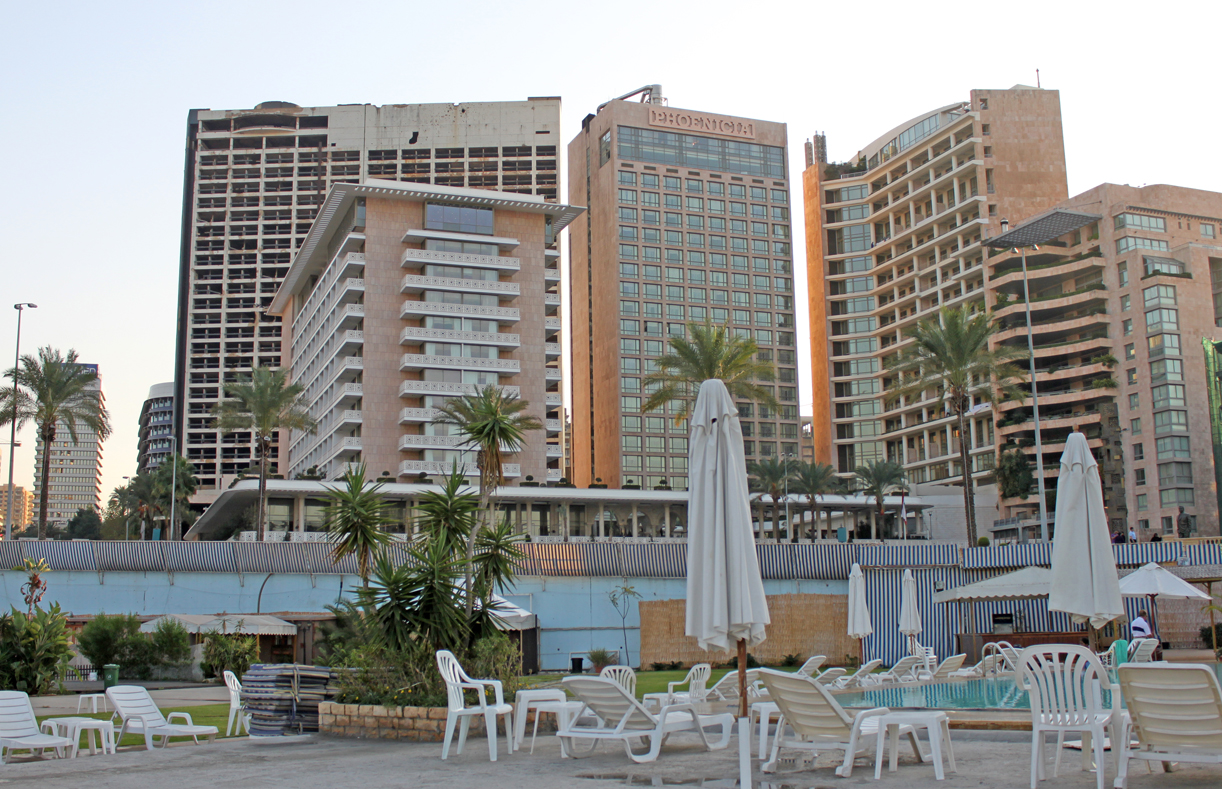 Nye Hotel phoenicia med den berømte Holiday Inn-runien bak.