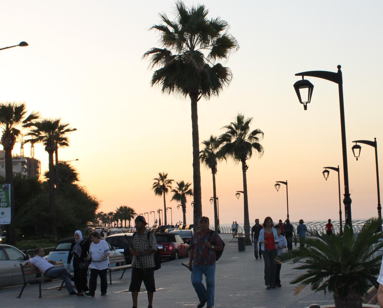 Corniche- havnepromenaden er møtested for alt som kan krype og gå.