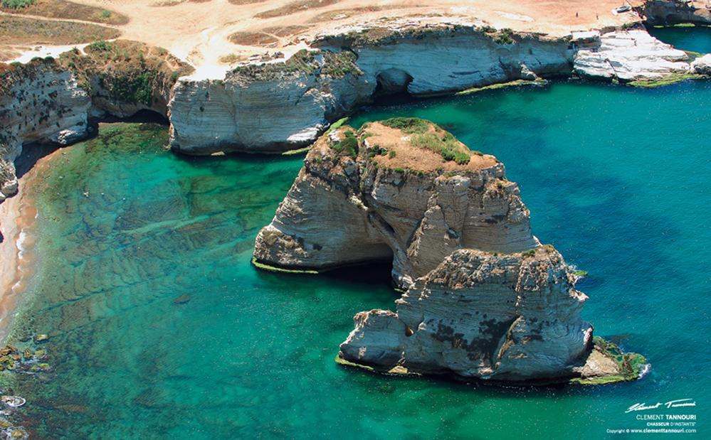 Pigeon Rocks er byens kjennemerke og en av få ikke menneske-bygde severdigheter i Libanons hovedstad.