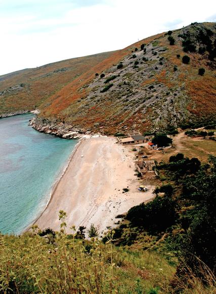 Fortsatt ligger mye av kysten urørt.