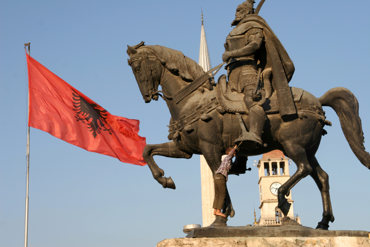 Statue av nasjonalhelten Skanderbeg.