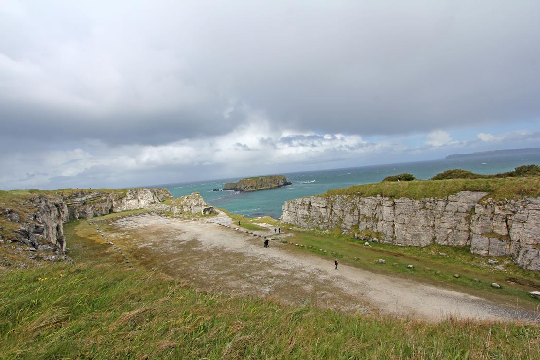 Flere av scenene ble spilt inn langs Antrimkysten.