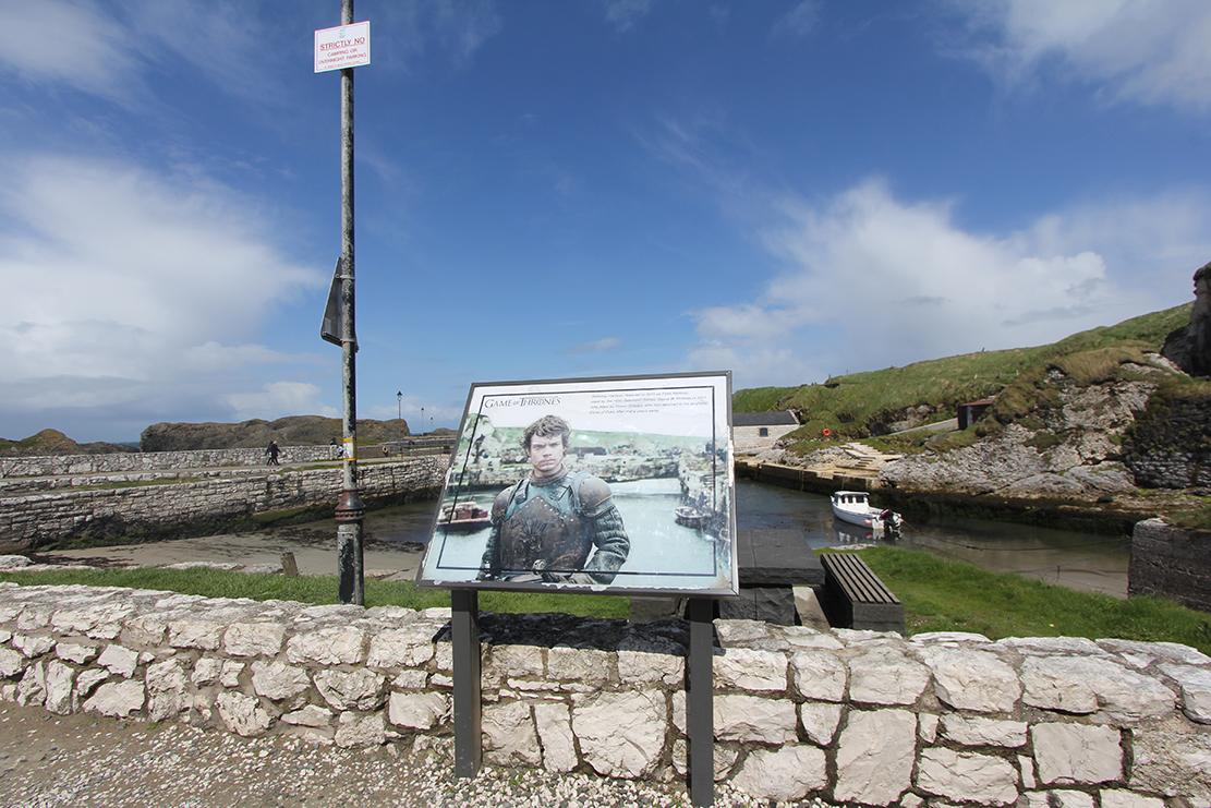 Ballintoy Harbour,der Theon Greyjoy ankommer når han skal tilbake til Iron Island.