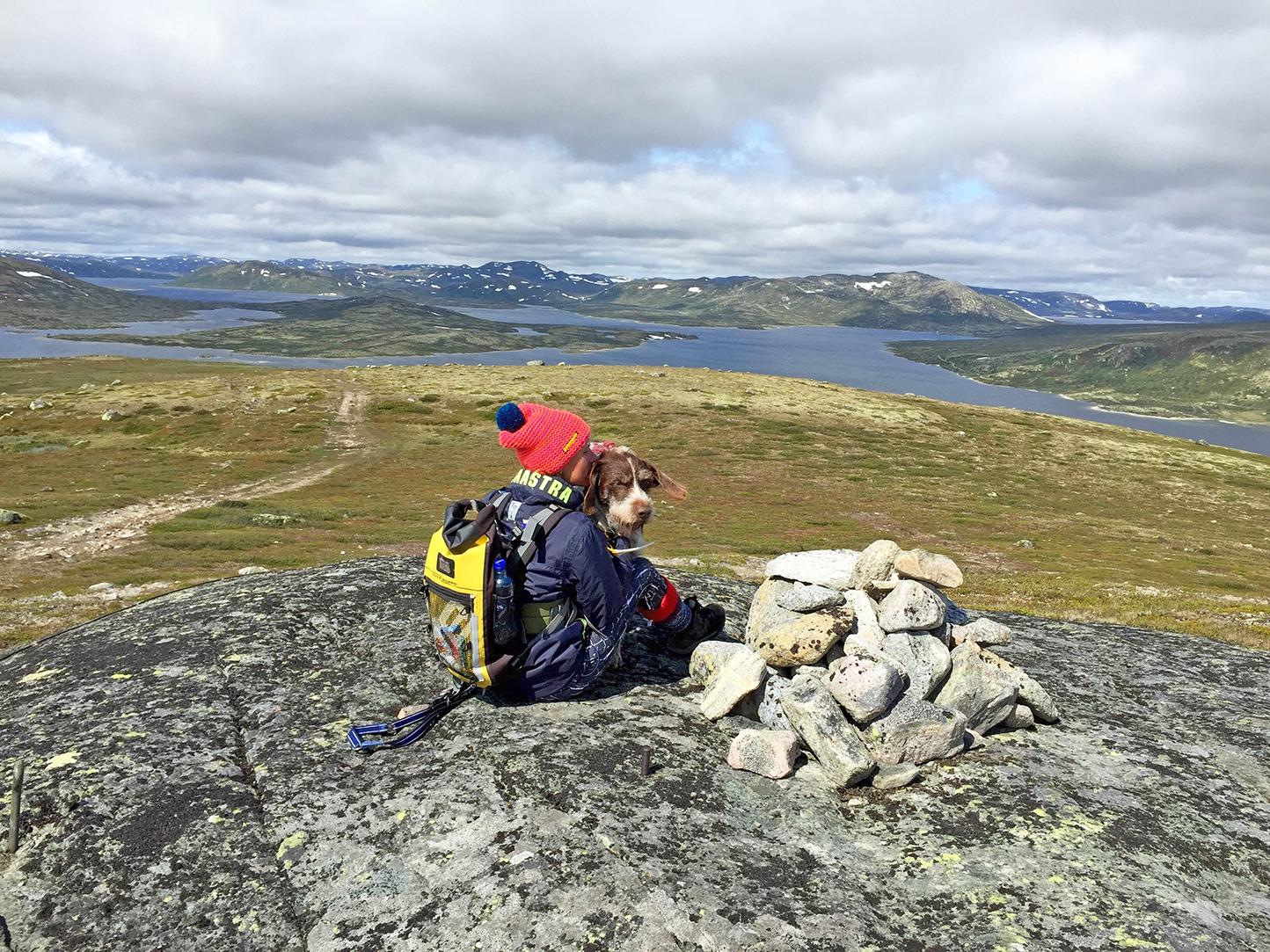 Det ser høyt ut, men stigningen fra 1100 til 1250 var moderat hele veien. Utsikt over Kalhovdfjorden.