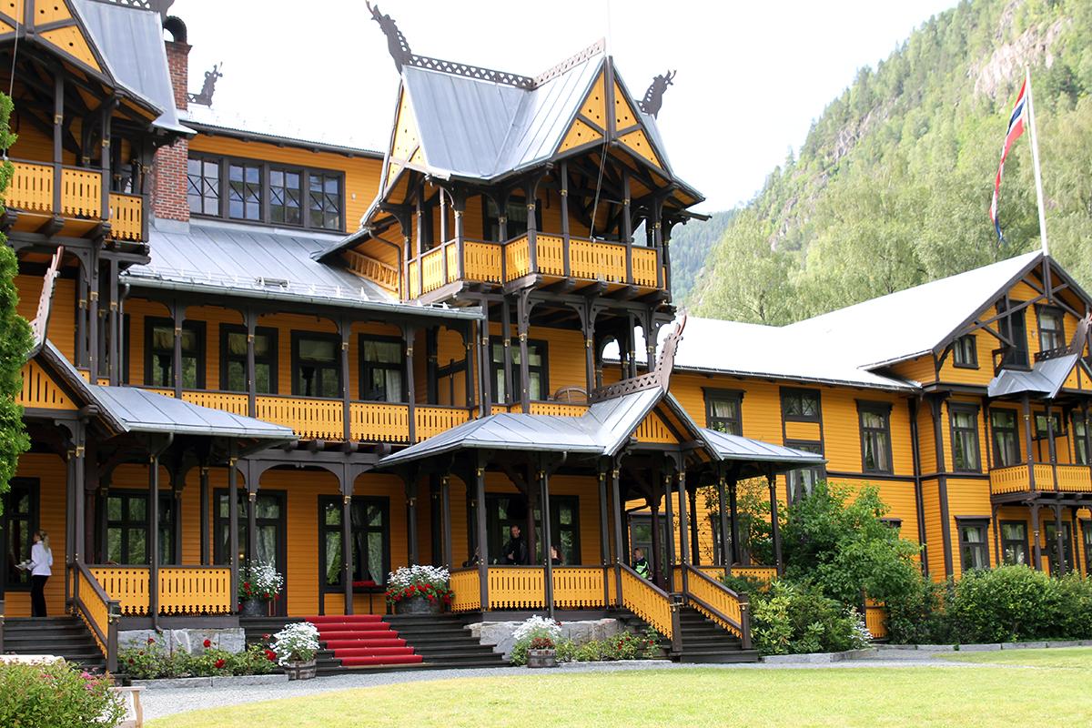 Dalen Hotel fra hagen.