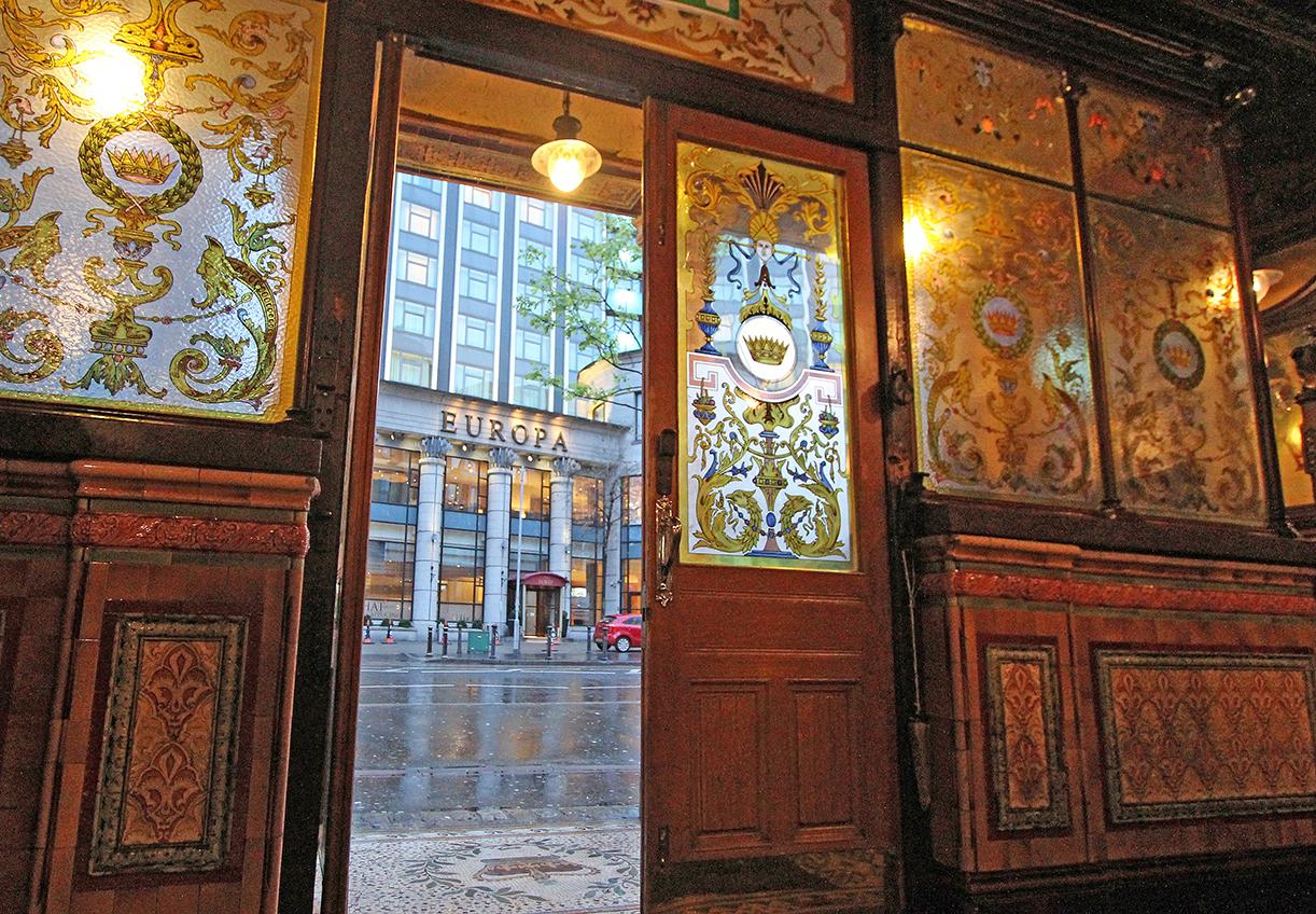 Fra The Crown hadde journalistene god utsikt til Hotel Europa under «the Troubles» på 80-90-tallet.