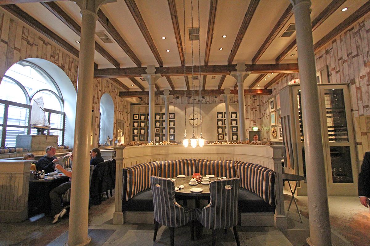 Vi bodde på Malmaison hotel, et boutiquehotel med store fine rom og vakre detaljer.Her fra frokostsalen.