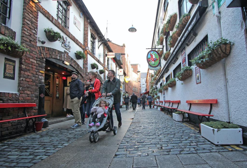 BELFAST: Brolagte smug og gater i sentrum.