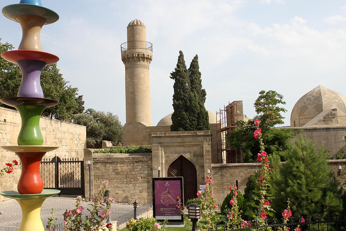 Sjirvansjahpalasset, som ble skrevet inn på Unescos liste sammen med Jomfrutårnet.