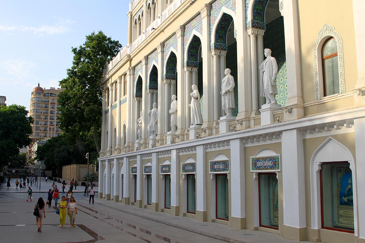 Litterturmuseet i sentrum er kledd i nydelige marmor.
