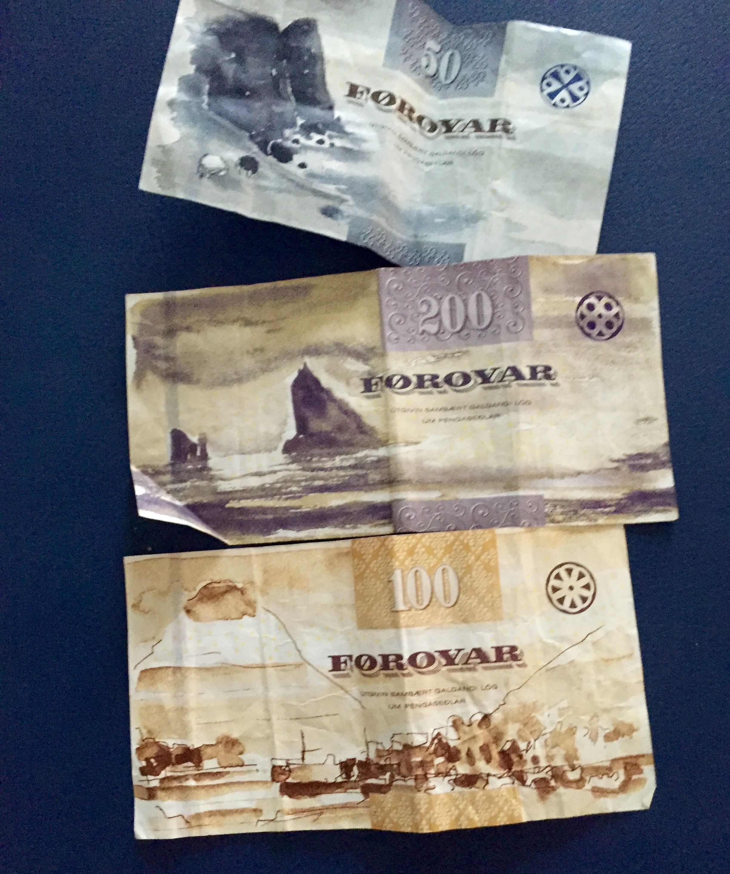 Færøyske sedler med naturmotiver.