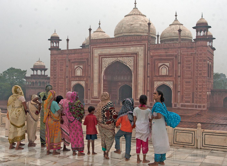 Mausoleumet er like mye pilgrimsted for indere som det er turistattraksjon.