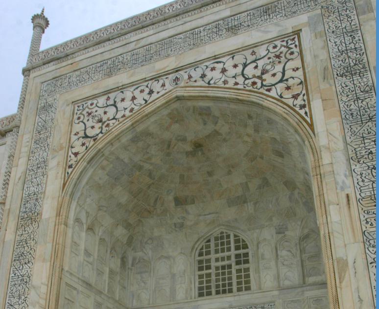 Gravkammeret Taj Mahal er bygget i hvit marmor.